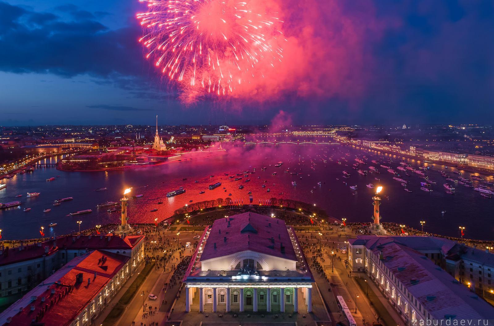 Праздничный салют в Петербурге 9 мая